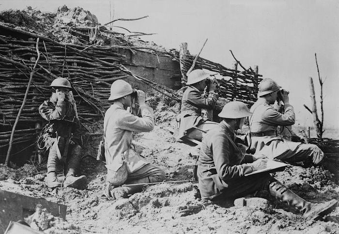 Below: british and french forward artillery observers relay aiming