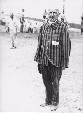 Prigioniero in uniforme a Dachau